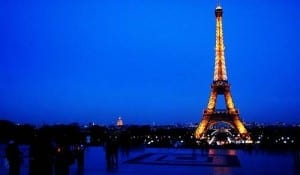 15-Photos-of-the-Eiffel-Tower-1
